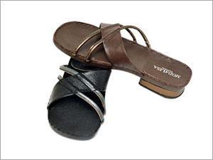 51d8d88d8 Ladies Leather Sandals - SAHYOG EXPORTS PVT. LTD.