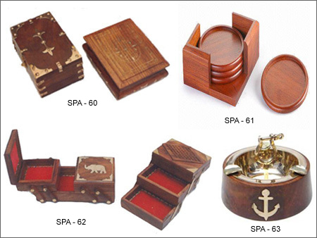 Charmant Wooden Table Accessories