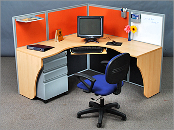 WORKSTATION WITH 50MM PARTITION