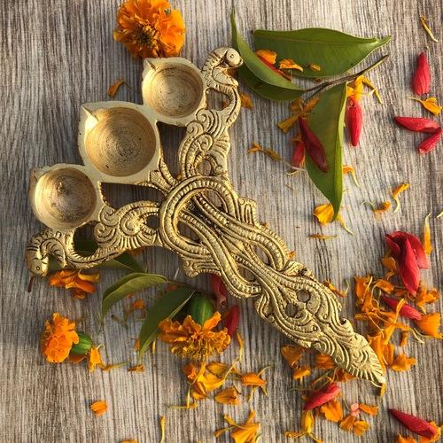 Brass metal oil lamp achmani spoon