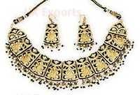 Lac Necklace