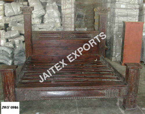 WOODEN COLONIAL BED