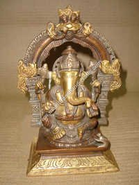 Ganesh Sitting Yelli Ring On Square Base
