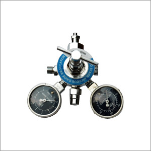 Double Stage Double Gauge Regulators