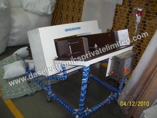 Incline Type Metal Detector