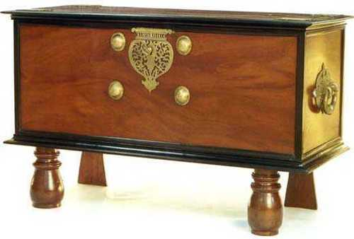 Mahagony/Ebony Chest