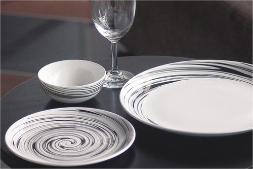 Urmi Dinnerware Set