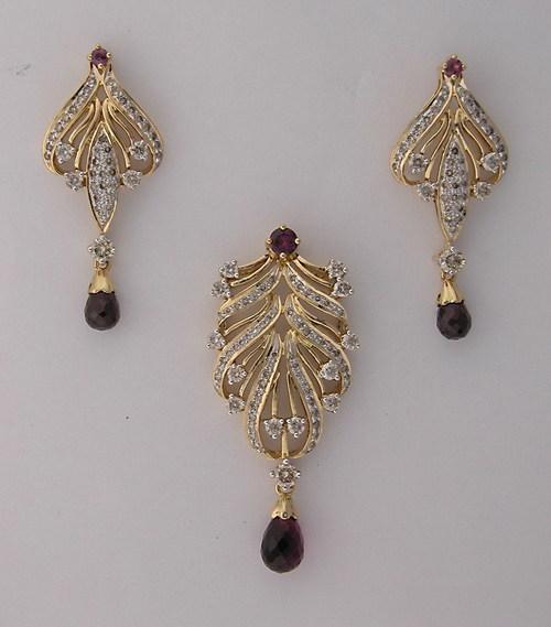 1800 ct diamond tourmaline yellow gold pendant earrings set diamond tourmaline yellow gold pendant earrings set pes002 aloadofball Gallery