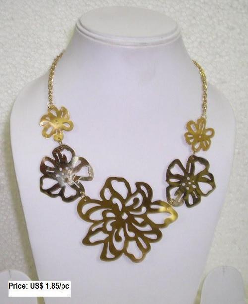 Flower Cut Necklace