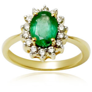 Daily wearable emerald ring in yellow gold rings