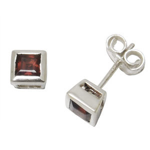 Silver Earrings Tops in garnet