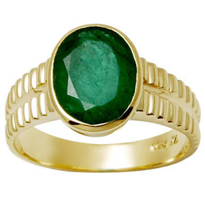 Oval shaped Emerald Ring in bezel setting ring