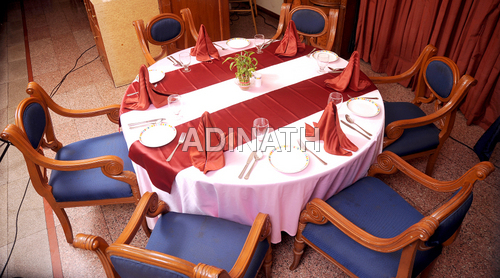 Round Table Cover, Runners & Napkins