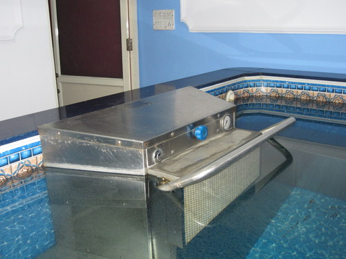 COUNTER CURRENT MACHINE FOR HYDROTHERAPY POOL