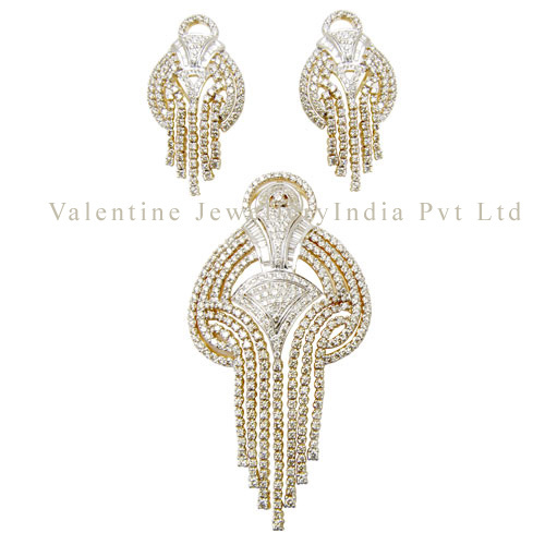 heavy bridal pendant set in diamond and 18k gold