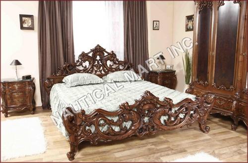 VINTAGE WOODEN ANTIQUE BED
