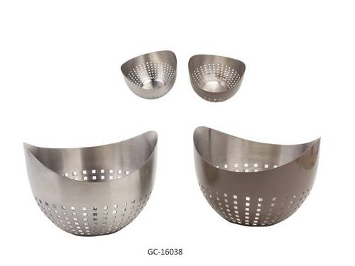 Colanders / Bread Baskets