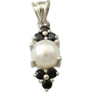 Pearl Pendant design with black onyx as accent sto