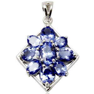 natural blue sapphire gold pendant in flower box shaped in white gold
