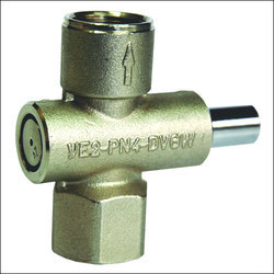 Gas gauge isolation valve