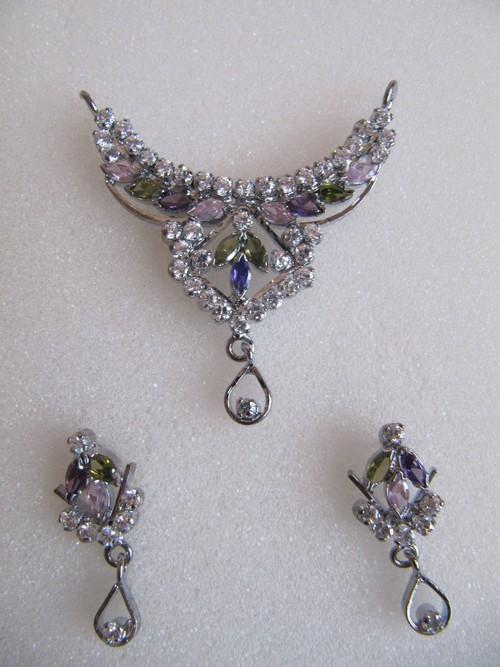 White Polished American Diamond Pendant Set