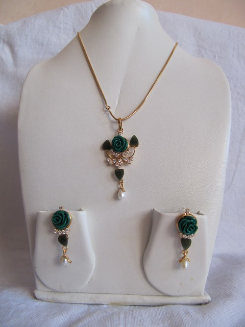 Jade Flower Pendant set