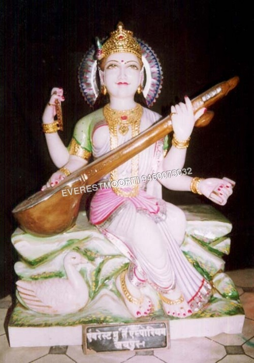 Statue Saraswati