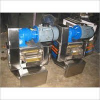 Table top sugarcane crusher