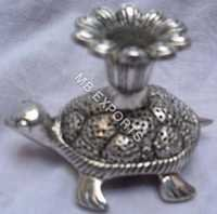 White Metal Candle stend on totroeis