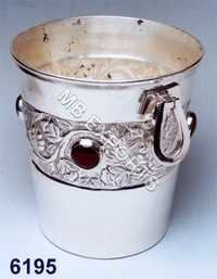 Metal Handwork Bowl Stand
