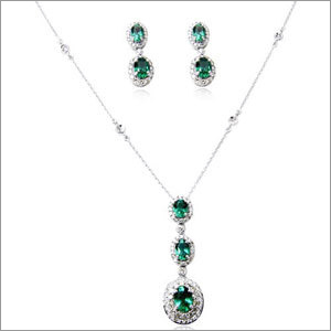 Descending Oval Emerald Pendant Earring Set