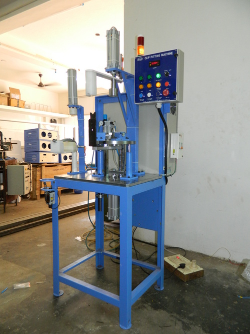 Clip fitting machine