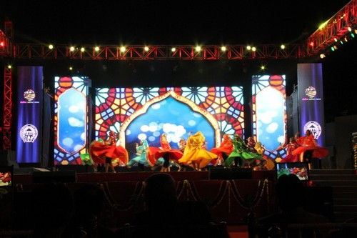 INDOOR FULL COLOR LED DISPLAY SYSTEM