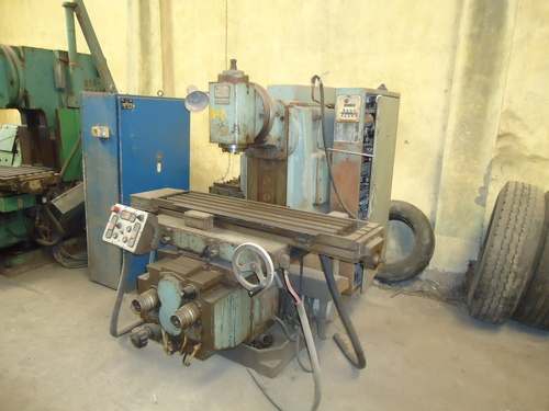 UNIVERSAL VERTICAL AND HORIZONTAL MILLING
