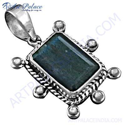 Traditional Designer Labradorite Gemstone Silver Pendant
