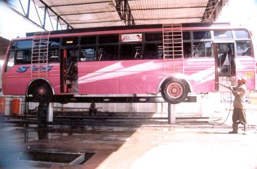 Hydraulic Washing Lift for Heavy Vehicles