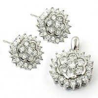 Flower Style Cubic Zirconia Gemstone Silver Earings & Pendant Set