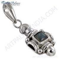 Elegant Labradorite Gemstone Silver Pendant