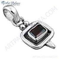 Indian Touch Garnet Gemstone Silver Pendant