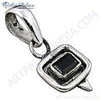 Fashionable Garnet Gemstone Silver Pendant