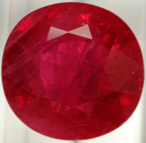 Synthetic Round Brilliant Classical, faceted good polishing , synthetic ruby small round
