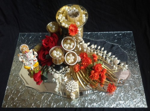 Engagement tray