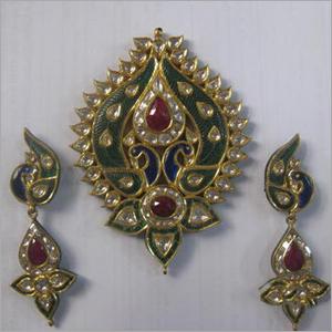 Radhika art of jewellery exporter manufacturer supplier jaipur kundan polki pendant sets in gold aloadofball Choice Image