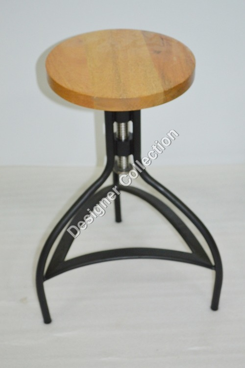 Round Tripod Chair