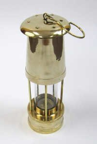 Solid brass Yacht oil lamp / Lantern with hook size: 15½