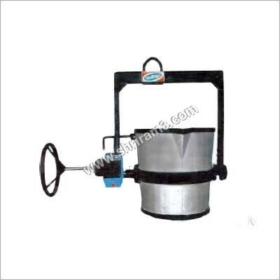 Lip Pouring Geared Ladle
