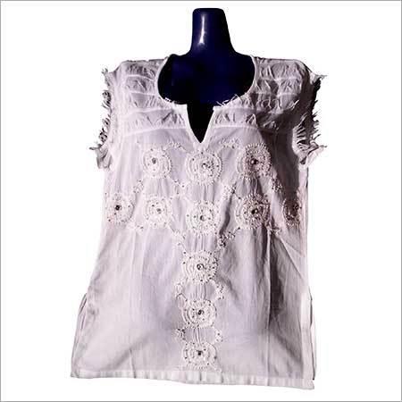 Sleeveless Embroidered Kurta