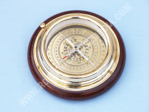 Wooden Base Loked Directional Brass Compass