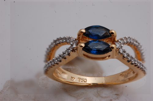18 karat yellow gold ring with stones, precious gemstones ring design