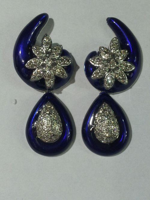 Fashionable Diamond Ladies Earrings